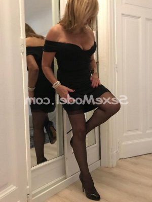 Elinor massage lovesita à Plouay