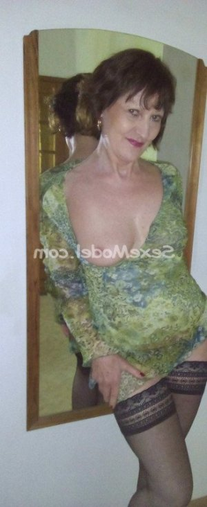 Cathia escort